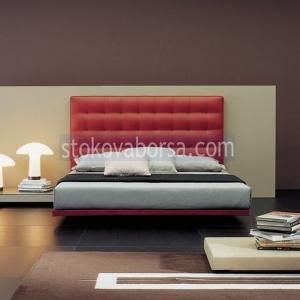 легло Chesterfield в червен цвят